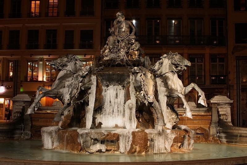 Lyon, place des Terreaux Fonaine2
